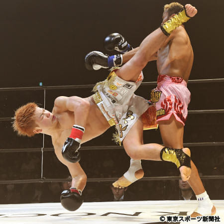 """【KNOCK OUT】""""キック界の神童""""那須川が元ボクシング世界王者に圧勝"""